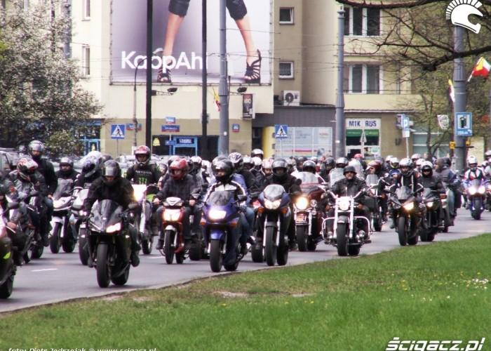 parada wciaz sie ciagnie Otwarcie sezonu motocyklowego Bemowo 2010