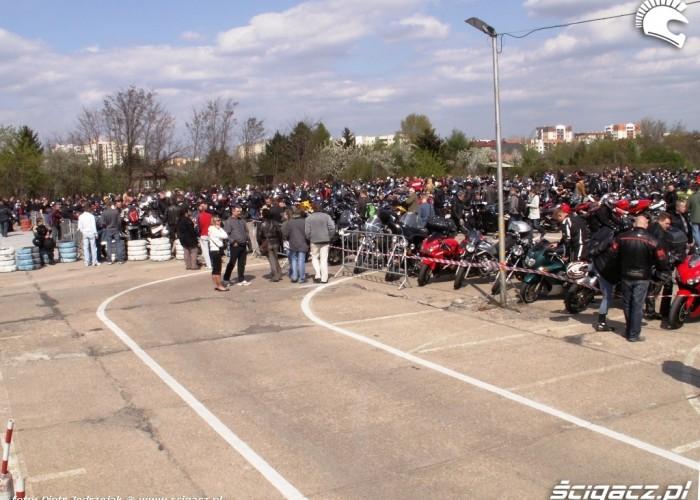 parking zapelniony Otwarcie sezonu motocyklowego Bemowo 2010