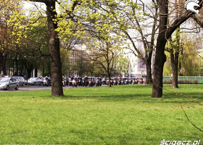 poczatek parady jedzie Otwarcie sezonu motocyklowego Bemowo 2010