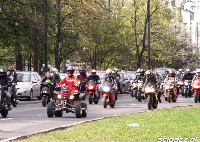 quad w paradzie Otwarcie sezonu motocyklowego Bemowo 2010