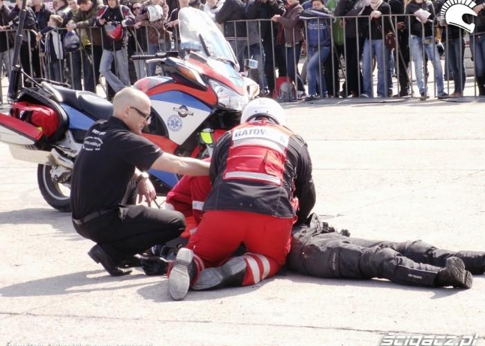 ratownik tlumaczy Otwarcie sezonu motocyklowego Bemowo 2010