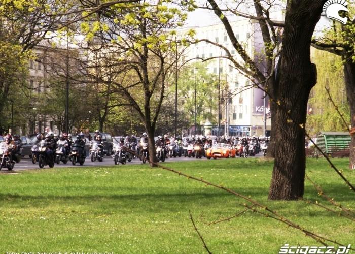 samochod w paradzie Otwarcie sezonu motocyklowego Bemowo 2010