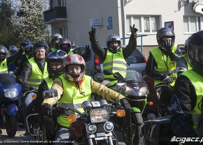 motocyklisci w kamizelkach motocyklowa msza swieta zlot gwiazdzisty jasna gora 2009 b mg 0012