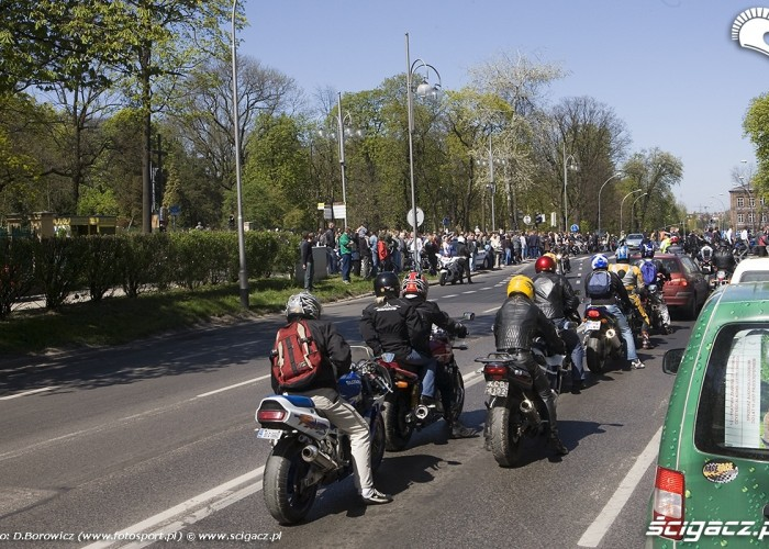 wjazd pod oltaz motocyklowa msza swieta zlot gwiazdzisty jasna gora 2009 b mg 0160