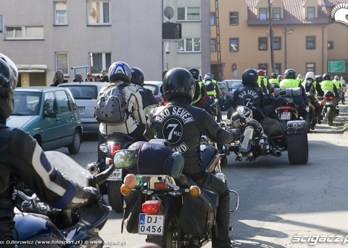 wyjazd z kampingu motocyklowa msza swieta zlot gwiazdzisty jasna gora 2009 b mg 0023