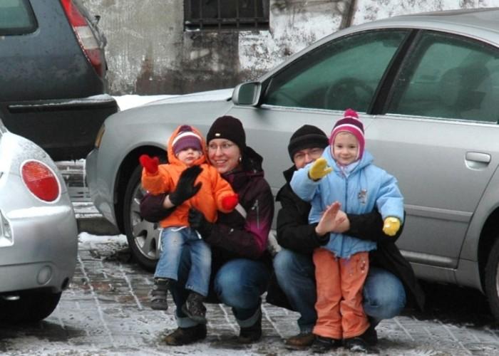 dzieci na chodniku w czasie parady motomikolaje w gdyni spocie i gdansku 2010