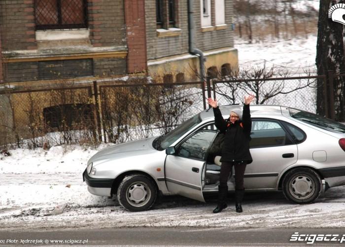 kierowca szaleje na poboczu motomikolaje w gdyni spocie i gdansku 2010