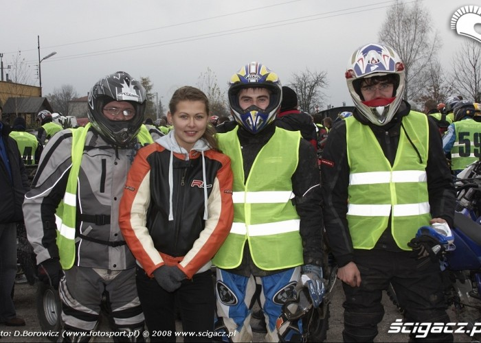 andrzej chmielewski z bratem i zmajomi LXII pogon za lisem pionki 2008 a img 0064