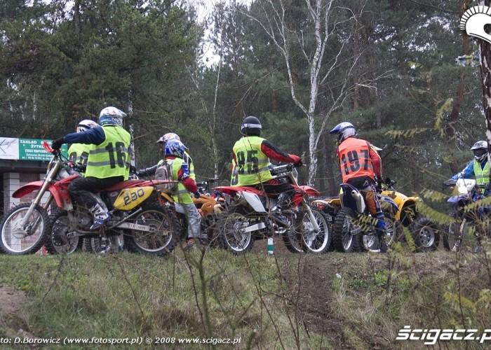 motocykle na rozjezdzie LXII pogon za lisem pionki 2008 a img 0106
