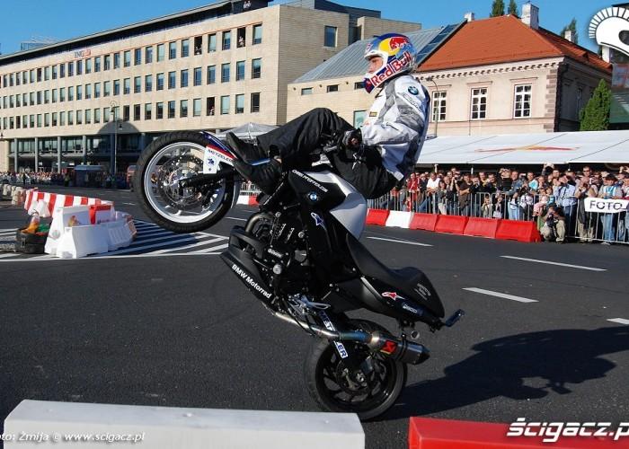 Chris Pfeiffer stunt w centrum Warszawy