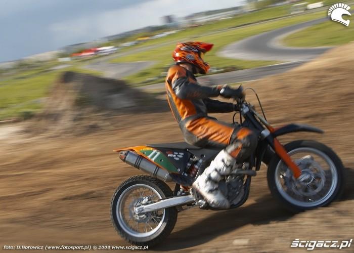 mochocki teren zakret lublin supermoto motocykle 2008 c mg 0403