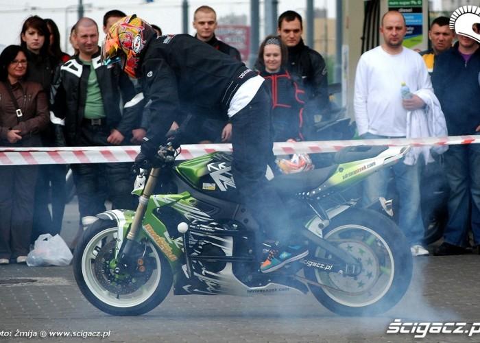 Palenie gumy Pasio BP BP - motocyklowa niedziela 2010
