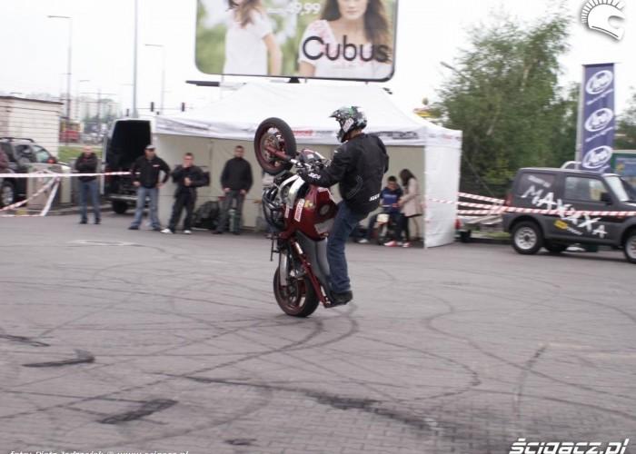 mlody 125 pionowe wheelie motocyklowa niedziela BP 2010