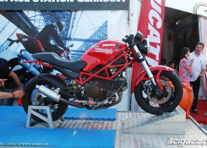 Ducati WDW 2010 wheelie mashine