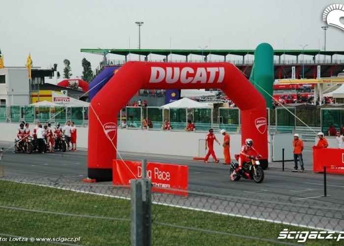 WDW 2010 drag race