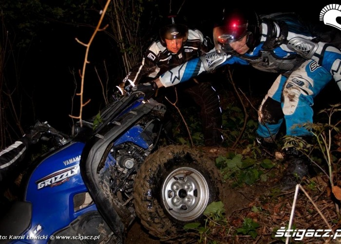 Noc na quadzie Yamaha Offroad Experience Ring Road wyciaganie quda
