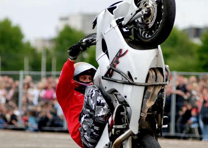 janis stuntriding lt 12oclock