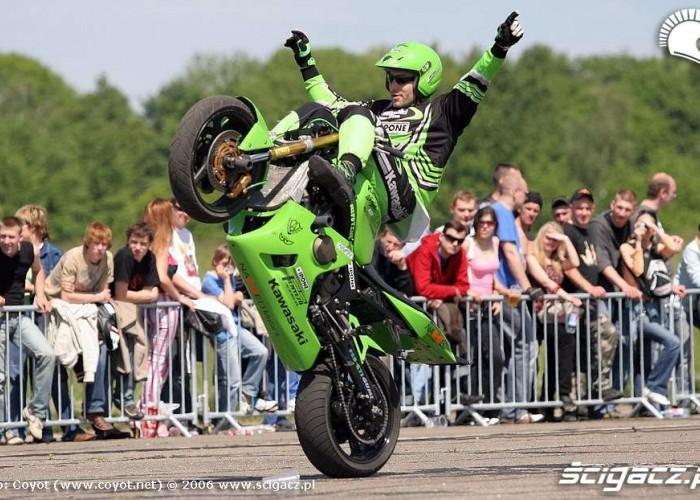 kawsaki ninja wheelie