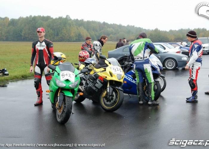 Ryki 1 4 mili motocykle na plycie