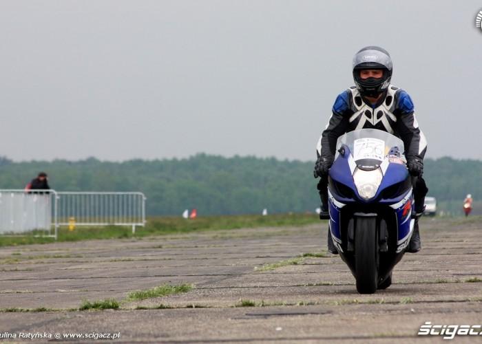 Wyscigi Bemowo Warszawa motocykl po biegu