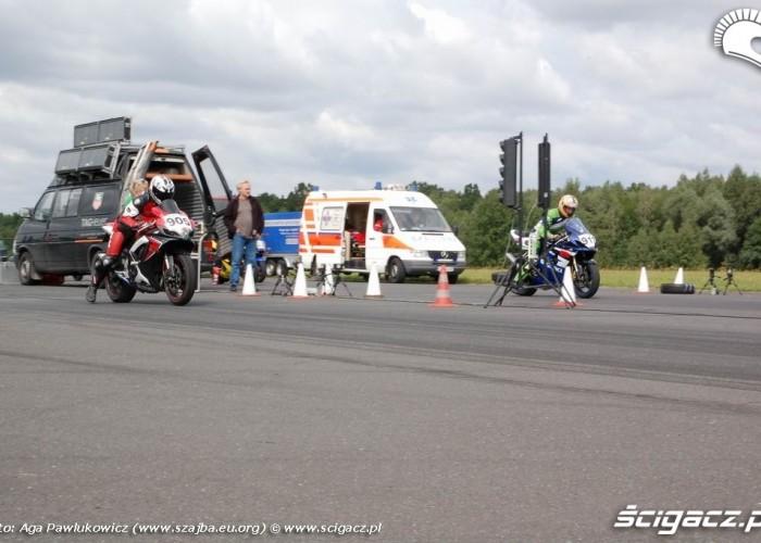 1 4 mili drag race gsxr