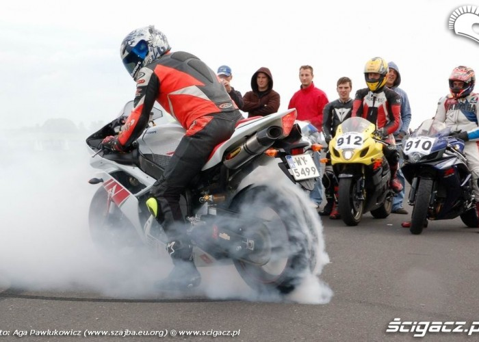 1 4 mili ryki r1 burnout