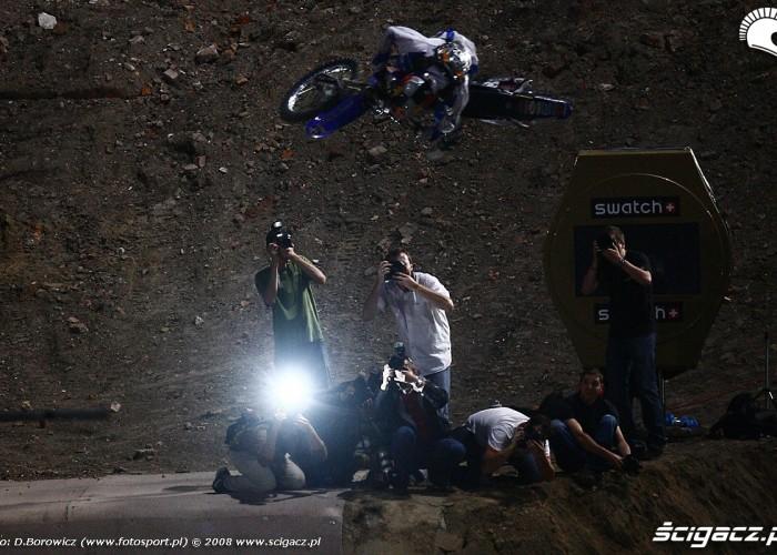 motocykl nad reporterami treningi nocne redbull x fighters warsaw super session 2008 mg 0106