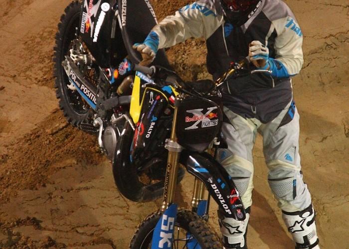 oglaza zbiera sie treningi nocne redbull x fighters warsaw super session 2008 img 0389
