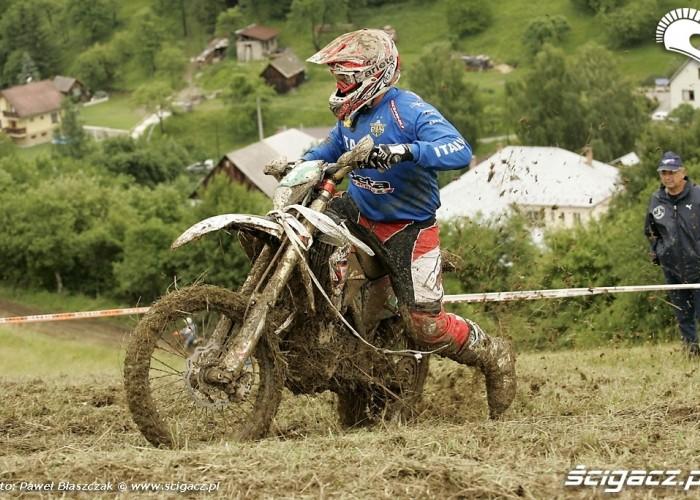 Motocykl Enduro bokiem