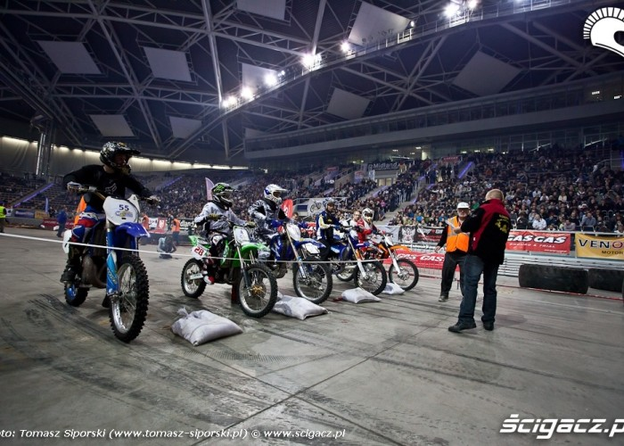 Zawodnicy motocyklowi Lodz hala Atlas