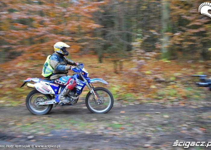 Yamaha WR na trasie - 63 Pogon za lisem