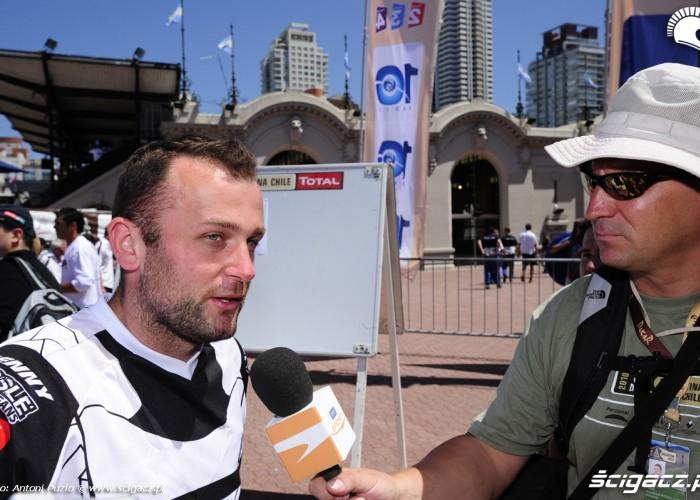 Jarmuz Krzysztof udziela wywiadu meta rajdu dakar