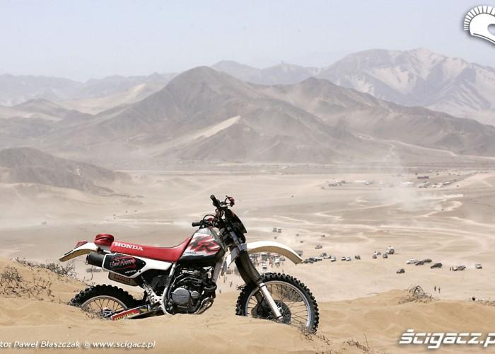 Motocykl widza Rajd Dakar 2010 opuszcza pustynie