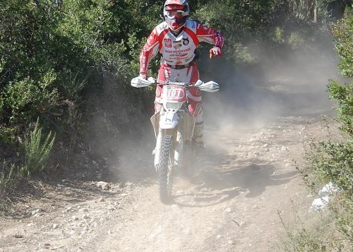 ISDE 2009 Portugalia Szuster Michal przejazd przez las