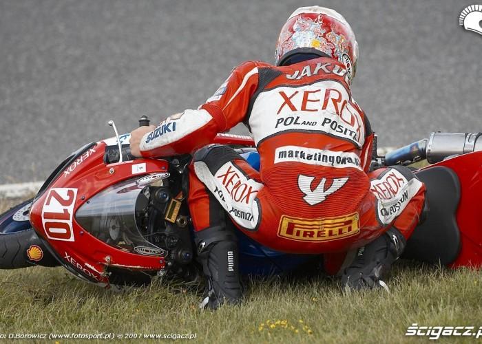 jakubowski podnosi motocykl most 2007 a mg 0343