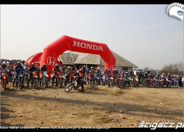 motocykle na starcie CC Bull Racing Fest Kryspinow 2