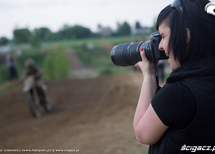 laska robi zdjecie motocross mistrzostwa polski radom maj 2010 c mg 0183