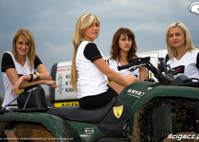 modelki na quadzie motocross mistrzostwa polski radom maj 2010 c mg 0122