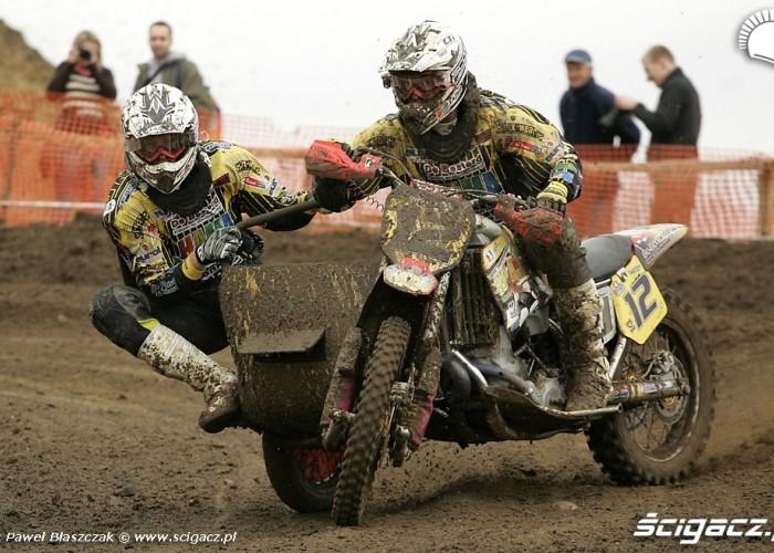 Mistrzostwa Swiata w Motocrossie Sidecar Gdansk 2009 wejscie slajdem