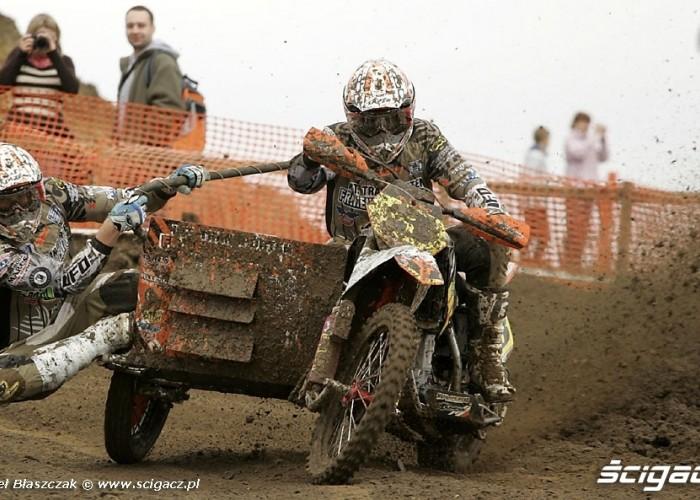 Mistrzostwa Swiata w Motocrossie Sidecar Gdansk 2009 wejscie w prawy zakret