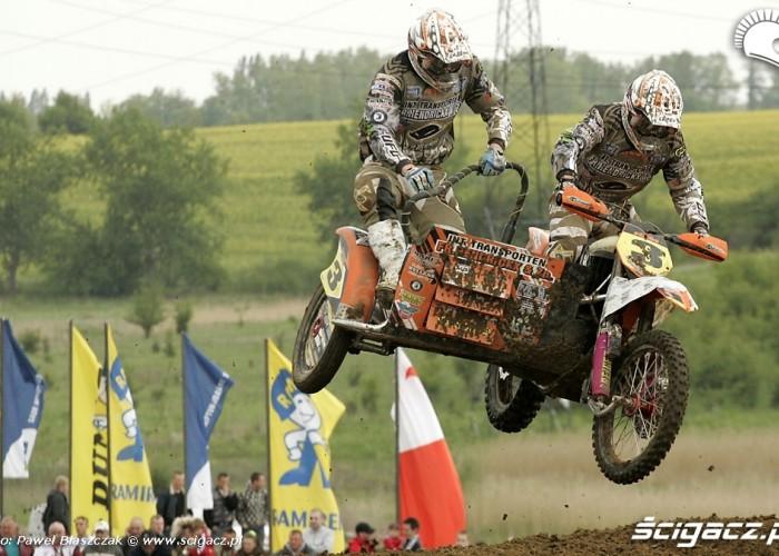 Mistrzostwa Swiata w Motocrossie Sidecar Gdansk 2009 zawodnicy z nr 3 skok