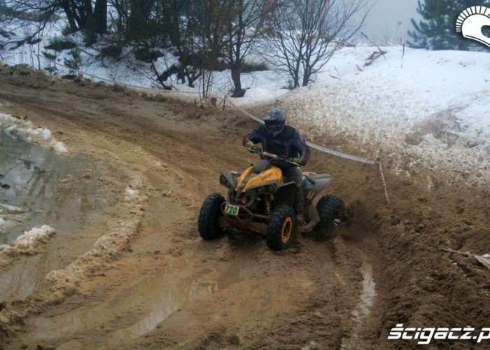 Can-am w zakrecie bokiem Snow Cross