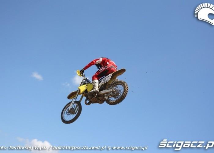 skok zawodnik suzuki strykow motocross 2010 mistrzostwa polski