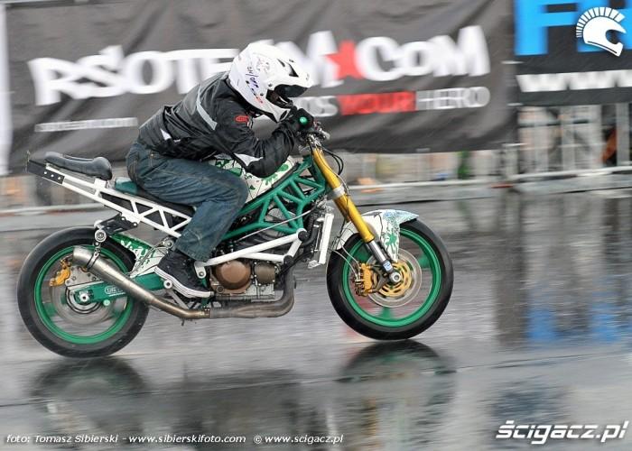 Stunt GP 2014 w deszczu