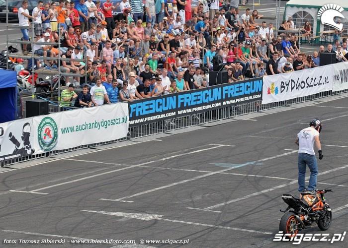 na stojaka Stunt GP 2014