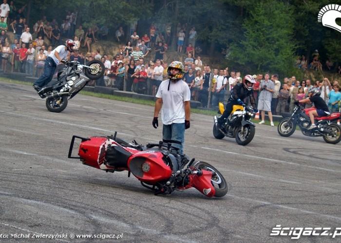pokazy motocyklowe na zlocie w lesniowicach