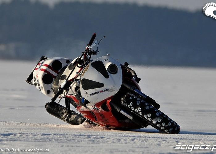 Honda F4i Sport po samotnej jezdzie po lodzie