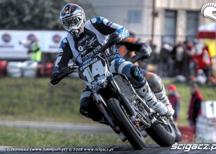 dojscie do zakretu supermoto motocykle wrzesien radom 2008 d mg 7567