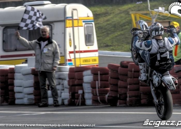 koniec na gumie supermoto motocykle wrzesien radom 2008 d mg 7671