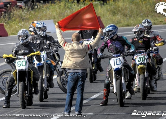 na starcie supermoto motocykle wrzesien radom 2008 b mg 0145